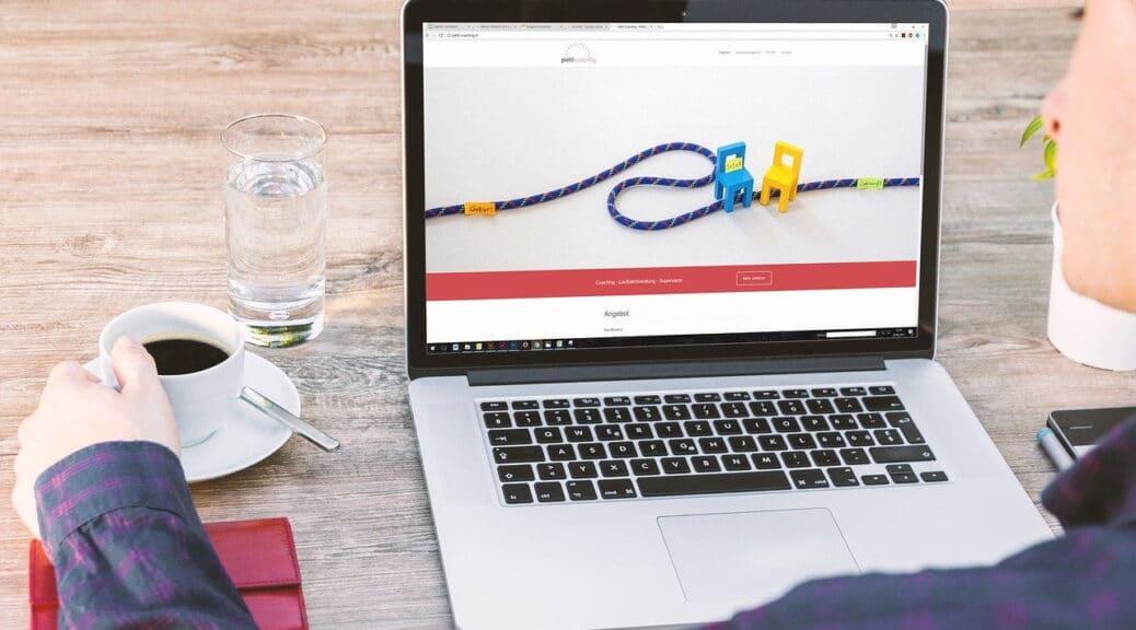 בניה וקידום אתרים עם לפטופ