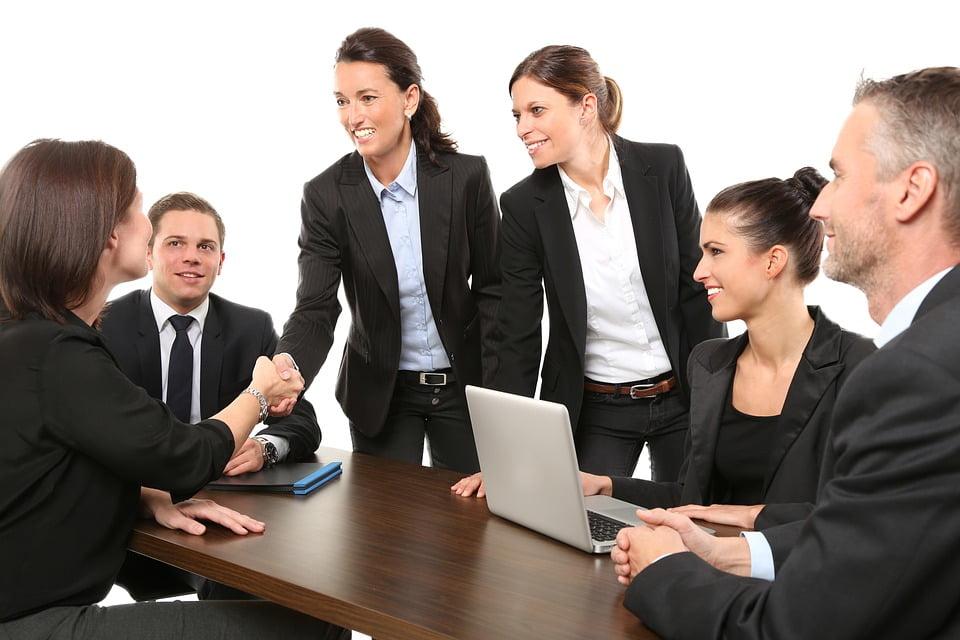 פגישת צוות בעסק